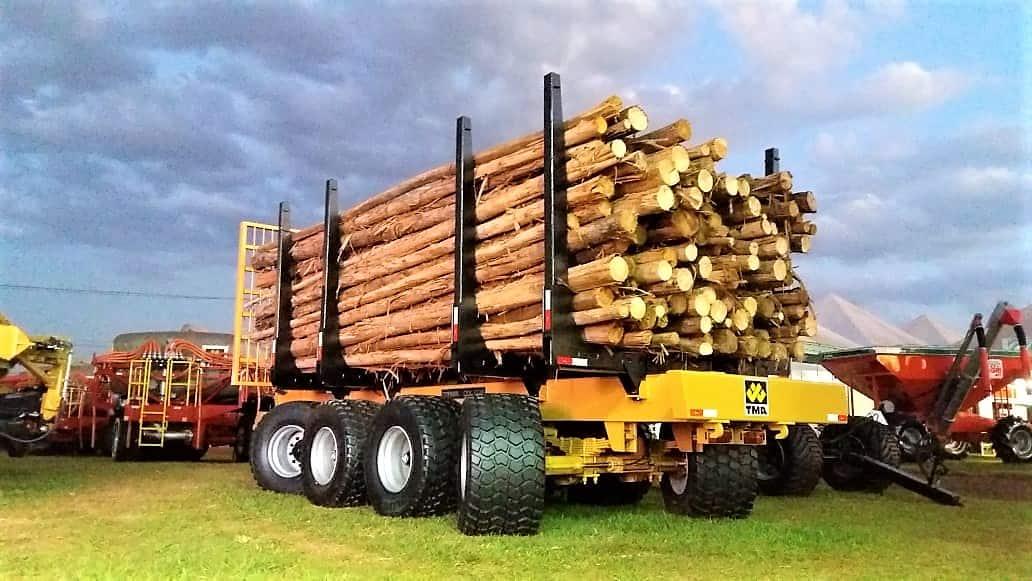 Carreta Florestal CFX 3228 passa por avaliação final